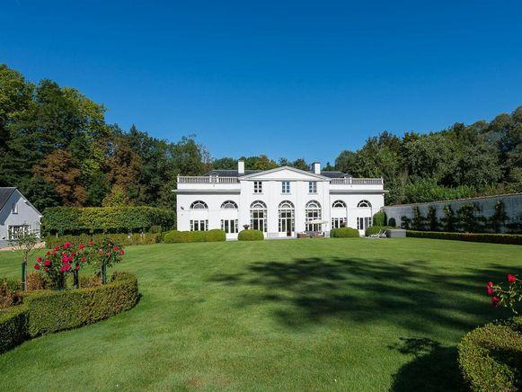 Hof te Bodegem, het statige kasteel tussen het groen.