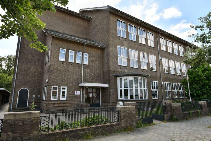 Het Corylus College aan Meester P.J. Troelstrastraat in Enschede gaat fuseren met Penta College in Hengelo. In Enschede wordt gezocht naar nieuwe locatie.
