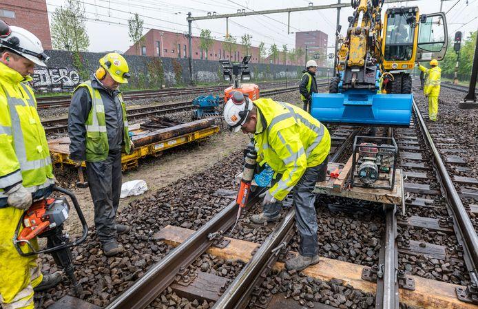 Komend weekend aangepaste dienstregeling en 's nachts geluidsoverlast door werk aan spoor in Amersfoort   Amersfoort   AD.nl