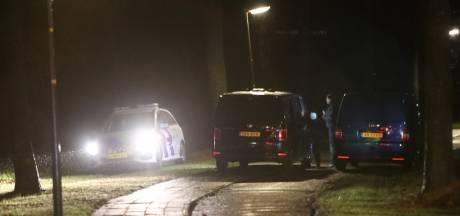Groot onderzoek rond fietspad in Apeldoorn, politie met meerdere voertuigen ter plaatse
