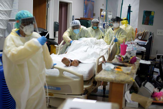 Ziekenhuizen in Houston, Texas, kunnen de toestroom van coronapatiënten amper aan. Er moeten hardes keuzes worden gemaakt wie gered wordt.