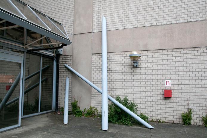 Het kunstwerk zoals het tegen de gevel van het oude PTT/KPN-pand in Utrecht stond.