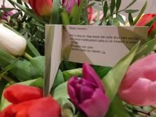 Bloemen voor Twentse politie na onrust en rellen: 'Toont de grote verontwaardiging die leeft'