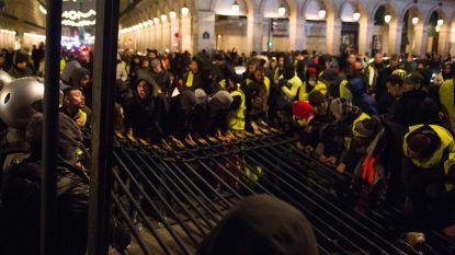 Extra rechters naar Parijs om relschoppers te berechten - 72 procent Fransen steunt 'gele hesjes'