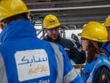 'Cash' uitgedeeld bij poort SABIC in Bergen op Zoom: 'Ludieke actie voor beter cao'