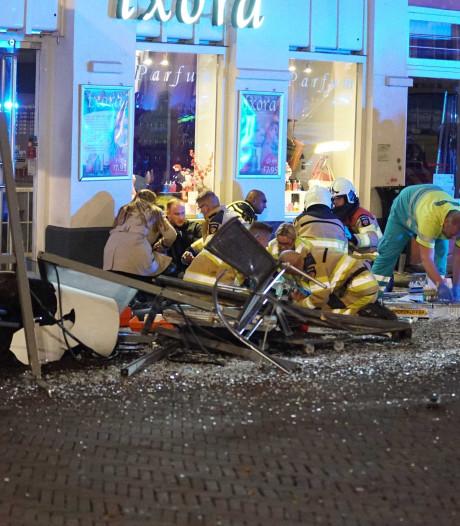 Ondernemer zag terrasdrama Deventer: 'Ze werden twintig meter lang op de motorkap meegesleurd'