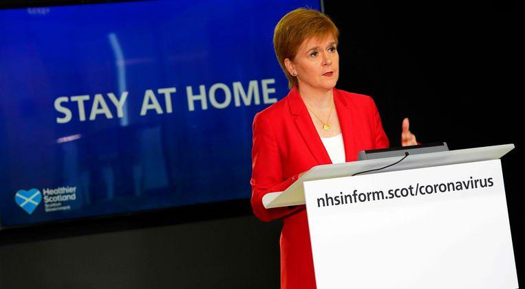 In Schotland blijft de leuze gewoon 'blijf thuis', aldus premier Nicola Sturgeon vanmiddag.