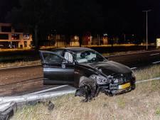 Automobilist met slok te veel op gewond bij botsing op lichtmasten in Tilburg