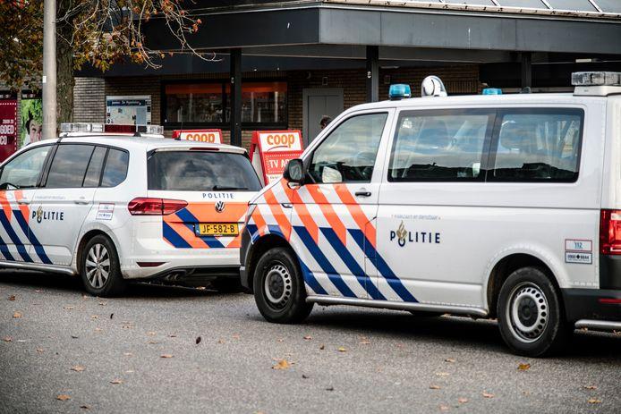 Politie bij een Coop-supermarkt. (Foto ter illustratie)