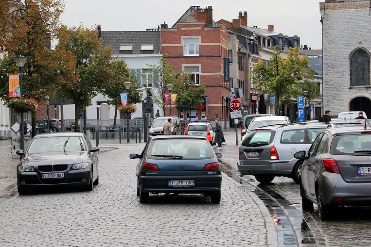 De Grote Markt van Herentals: een komen en gaan van auto's. Bijna alle partijen ijveren voor een autoluw centrum.