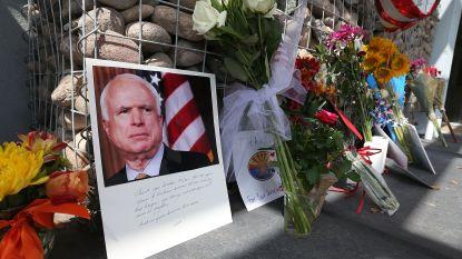 John McCain krijgt eerbetoon in Capitool - Trump niet welkom op begrafenis