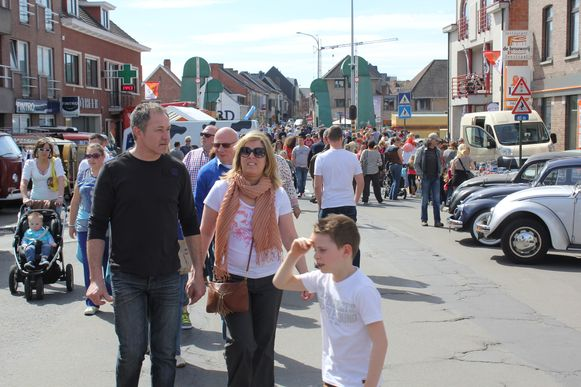 Aldtimers, markt en veel sfeer op de Topdag in Erembodegem.