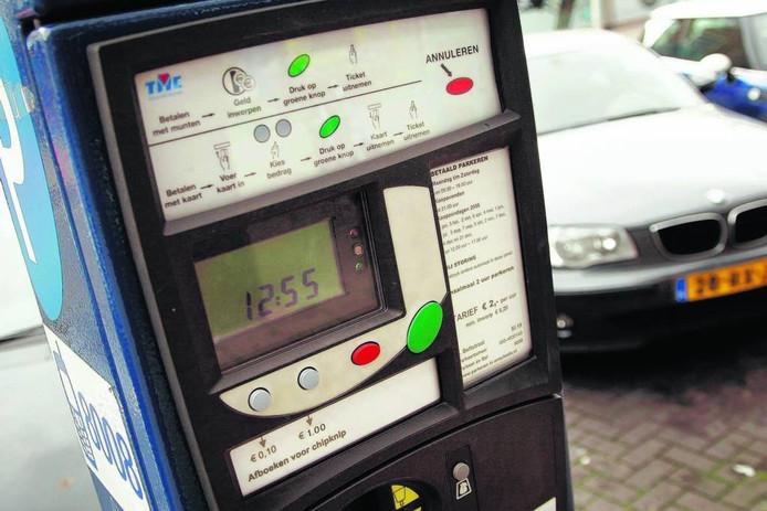 De parkeerautomaten in het Nijverdalse centrum krijgen eind november een 'kap' op.