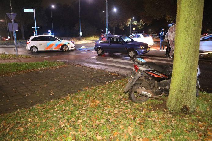 Meisje op scooter aangereden op rotonde in Oss.