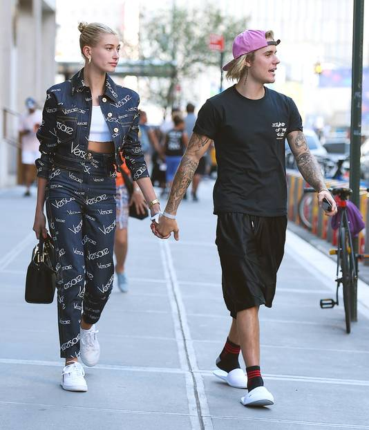 Justin en Hailey lopen hand in hand in New York.