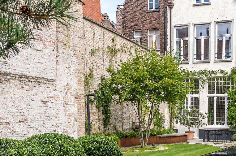 Je gevel en je tuinmuur zijn echte hittemagneten: een stenen muur vangt de warmte, buffert ze en straalt ze terug uit, ook 's nachts
