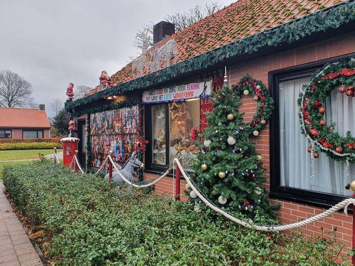 Het kersthuis van Nancy en André in de Lokbosstraat in Meer is nu ook aan de buitenkant weer helemaal versierd.