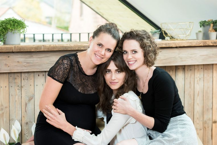 Mira Feryn (rechts) kan in deze moeilijke tijden voluit op de steun van zussen Yanne en Lize rekenen.
