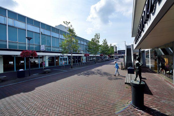 Winkelleegstand in de Dokter Brabersstraat in Roosendaal. De omvorming van de winkelpanden tot woningen sleept al jaren.
