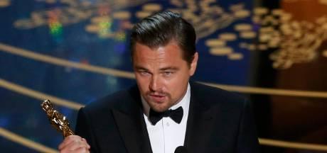 Longartsen over 'nogal gekke' goodiebag bij Oscars met 24-karaats gouden e-sigaret: 'Ze moeten zich schamen'