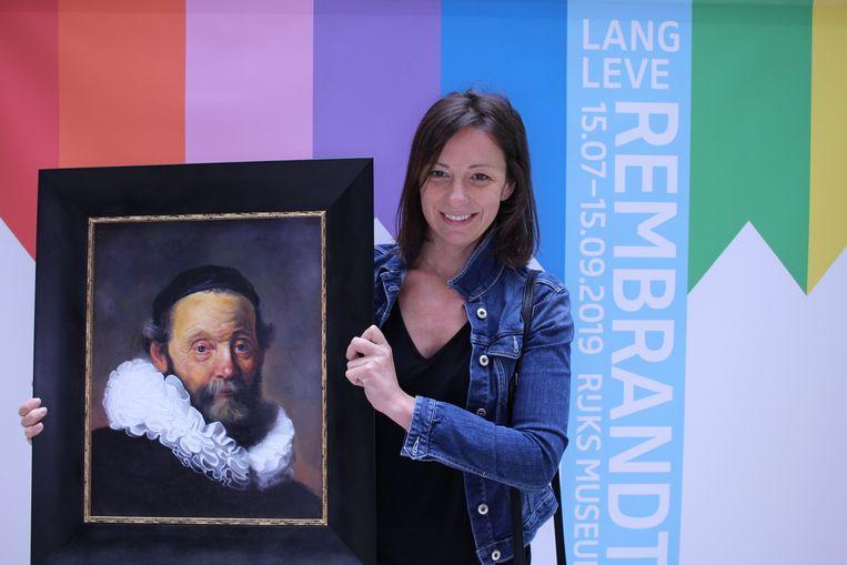 Lenka Rodanicova (41) levert haar werk in bij het Rijksmuseum. Beeld Rijksmuseum