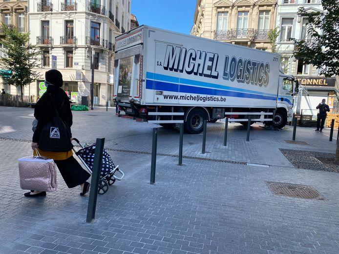 De vrachtwagen sloeg rechtsaf, terwijl de fietser rechtdoor ging.