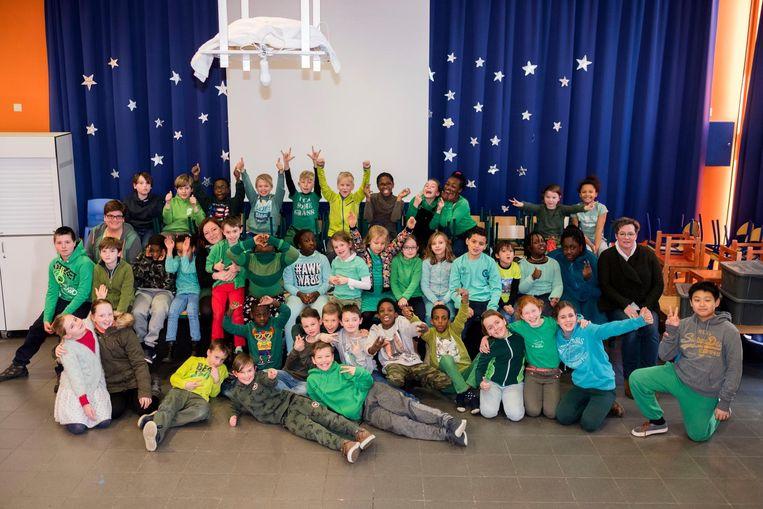 De leerlingen van het Onze-Lieve-Vrouw van Lourdesinstituut mochten hun blauw-wit uniform thuislaten en groene kleding aantrekken.