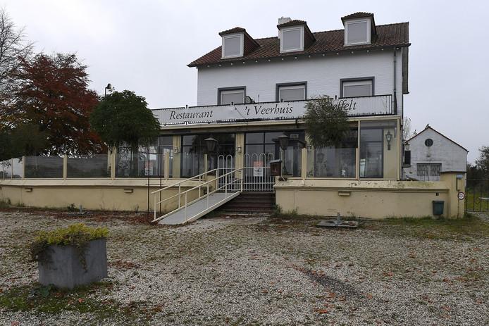 Restaurant 't Veerhuis in Oeffelt is verlaten en vervallen.