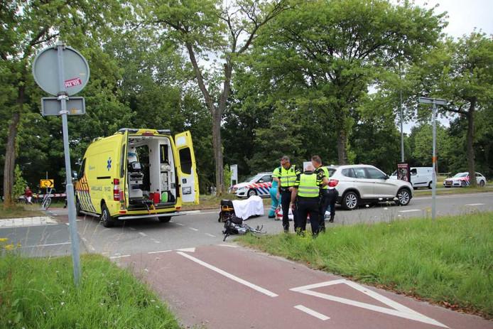 Een fietsster is geschept door een auto in Goes.