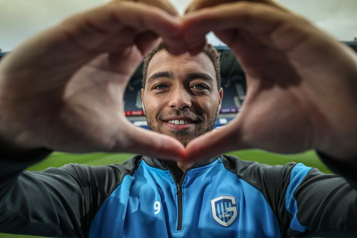 Cyriel Dessers volgt voorbeeld van bekende voetballers.
