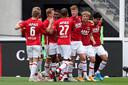 Vreugde bij de spelers van AZ na de eerste goal van de IJslandse invaller Albert Gudmundsson, die twee keer scoorde in de verlenging.