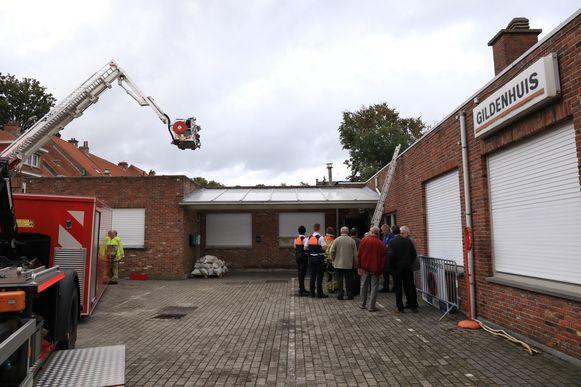 De hulpdiensten kwamen meteen ter plaatse maar konden weinig meer doen dan enkele muren stutten.
