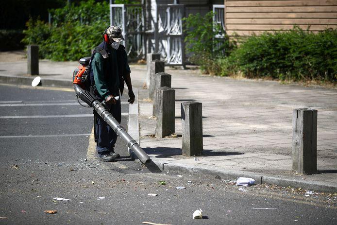 Het schoonmaakpersoneel had veel werk in Brixton vanochtend.