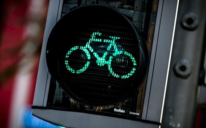 Een nieuwe kruising betekent dat fietsers toch weer moeten wachten voor verkeerslichten.