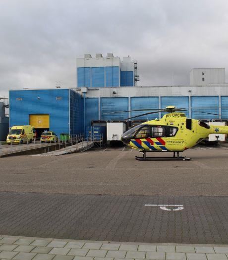 Man valt van ladder in Nijmeegs bedrijf, traumahelikopter landt