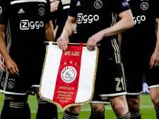 Feestende Ajaxfans hinderen trams Amsterdam
