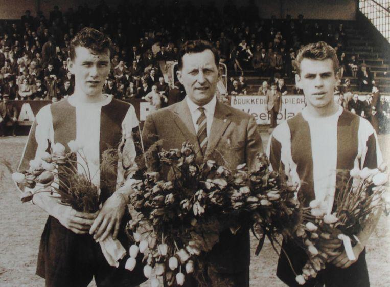 Fiel Laureys met de jonge Aimé Anthuenis aan zijn linkerzijde.