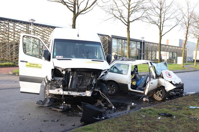 De twee voertuigen raakten zwaar beschadigd.