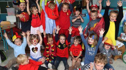 Kleuters Vrije Basisschool supporteren voor Rode Duivels