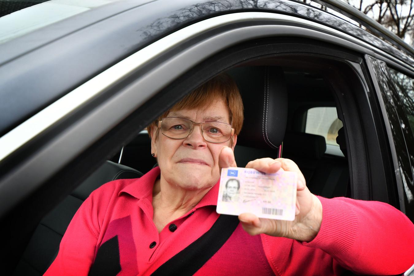Annie Rouwenhorst (75) uit Beckum kreeg vrijdag goed nieuws; ze is goedgekeurd en mag snel de weg weer op.