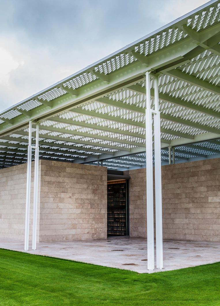 Het dak van 144 duizend schuin afgezaagde buisjes die het zonlicht binnenlaten. Beeld Aurélie Geurts