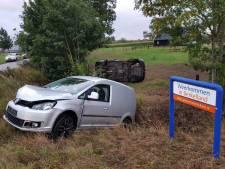 Flinke klapper bij botsing in Beltrum: Twee auto's eindigen in het weiland
