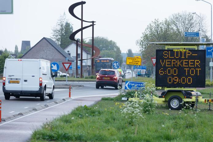 Geen enkele maatregel heeft afdoende geholpen om het sluipverkeer in de dorpskern van Zevenbergschen Hoek tegen te houden.