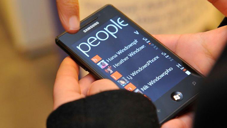 Een Samsung-telefoon met het besturingssysteem Windows Phone 7. Beeld reuters