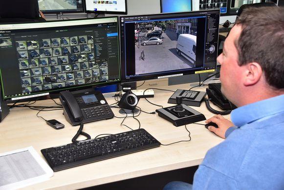 Pieter-Jan Machtelinckx van het bedrijf RTS uit Ieper demonstreert het systeem.