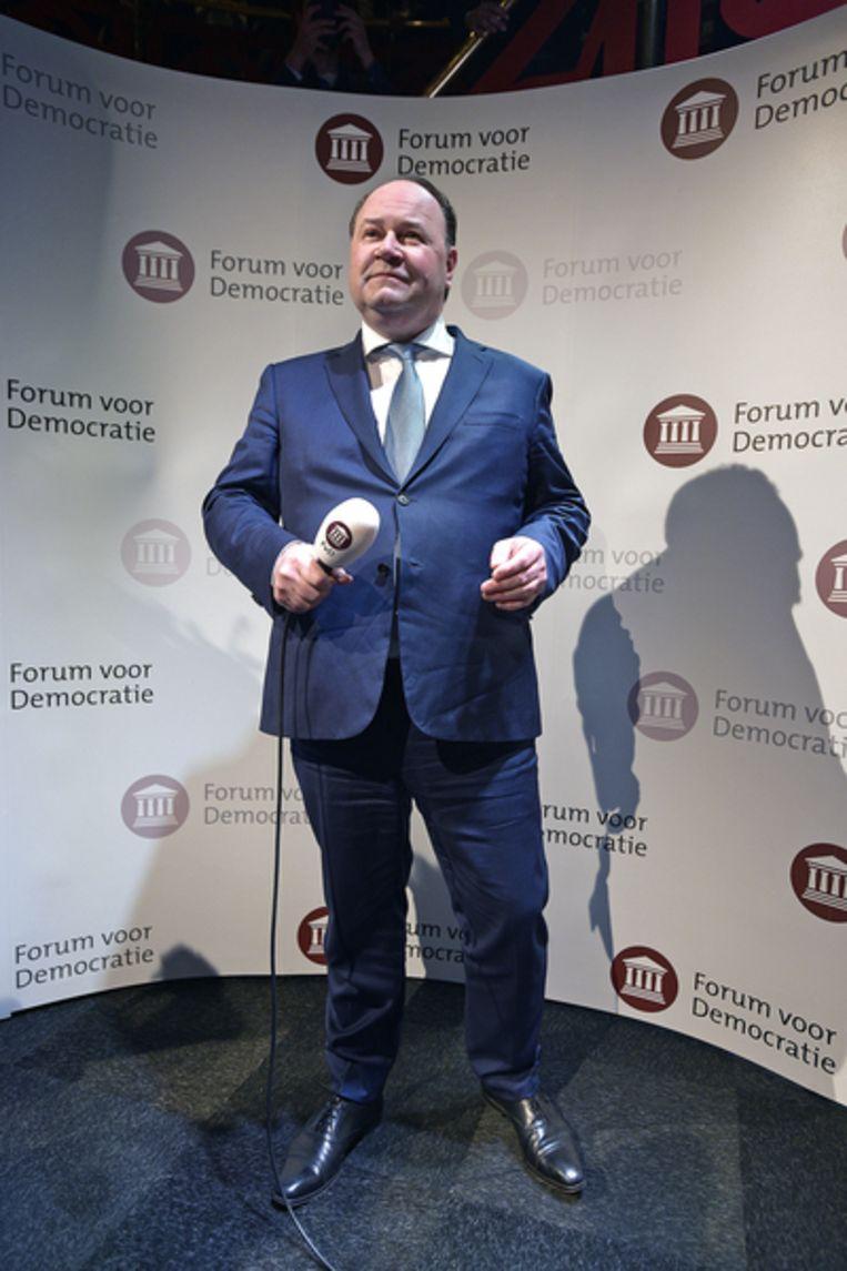 Henk Otten spreekt tot de aanhang van Forum voor Democratie na de grote overwinning van zijn partij tijdens de provincialestatenverkiezingen. Beeld Guus Dubbelman / de Volkskrant