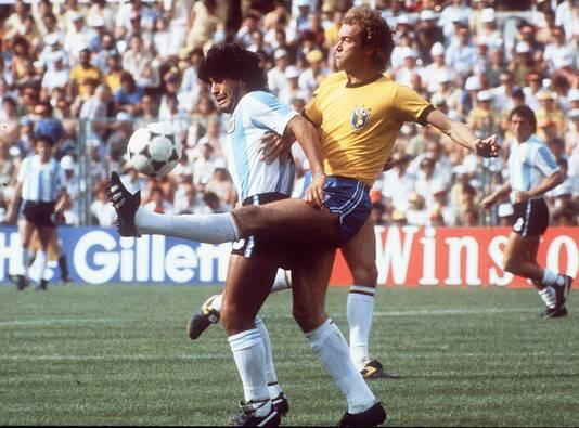 Falcao in duel met Diego Maradona op 2 juli 1982.