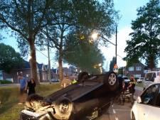 Auto over de kop op Dordtsestraatweg, bestuurder mogelijk onder invloed