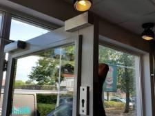 Eerst aanbellen voor een frietje: cafetaria's in Tilburg, Oisterwijk en Hilvarenbeek plaatsen een slot op de deur