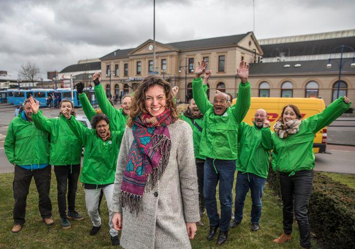 Sylvana Rikkert met haar partijleden na de spectaculaire verkiezingswinst bij de gemeenteraadsverkiezingen in maart 2018.